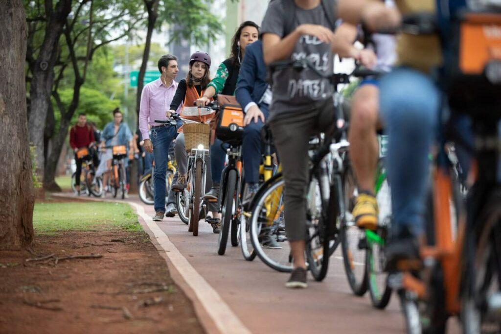 A ciclovia da Faria Lima é a mais movimentada de São Paulo.